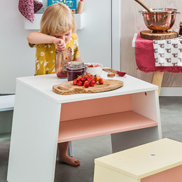 Table in white/pink colour